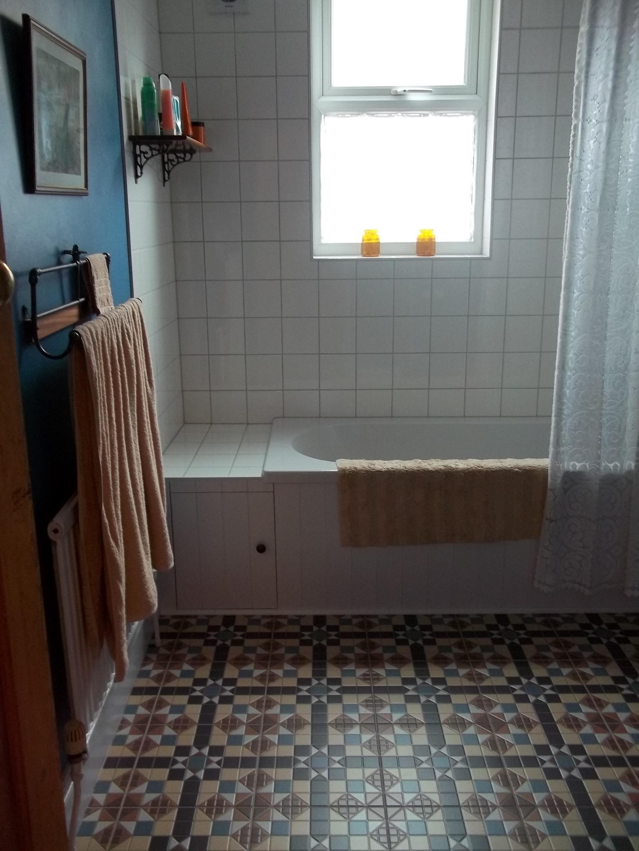 Matt White Handleless Kitchen Geometric Tiles
