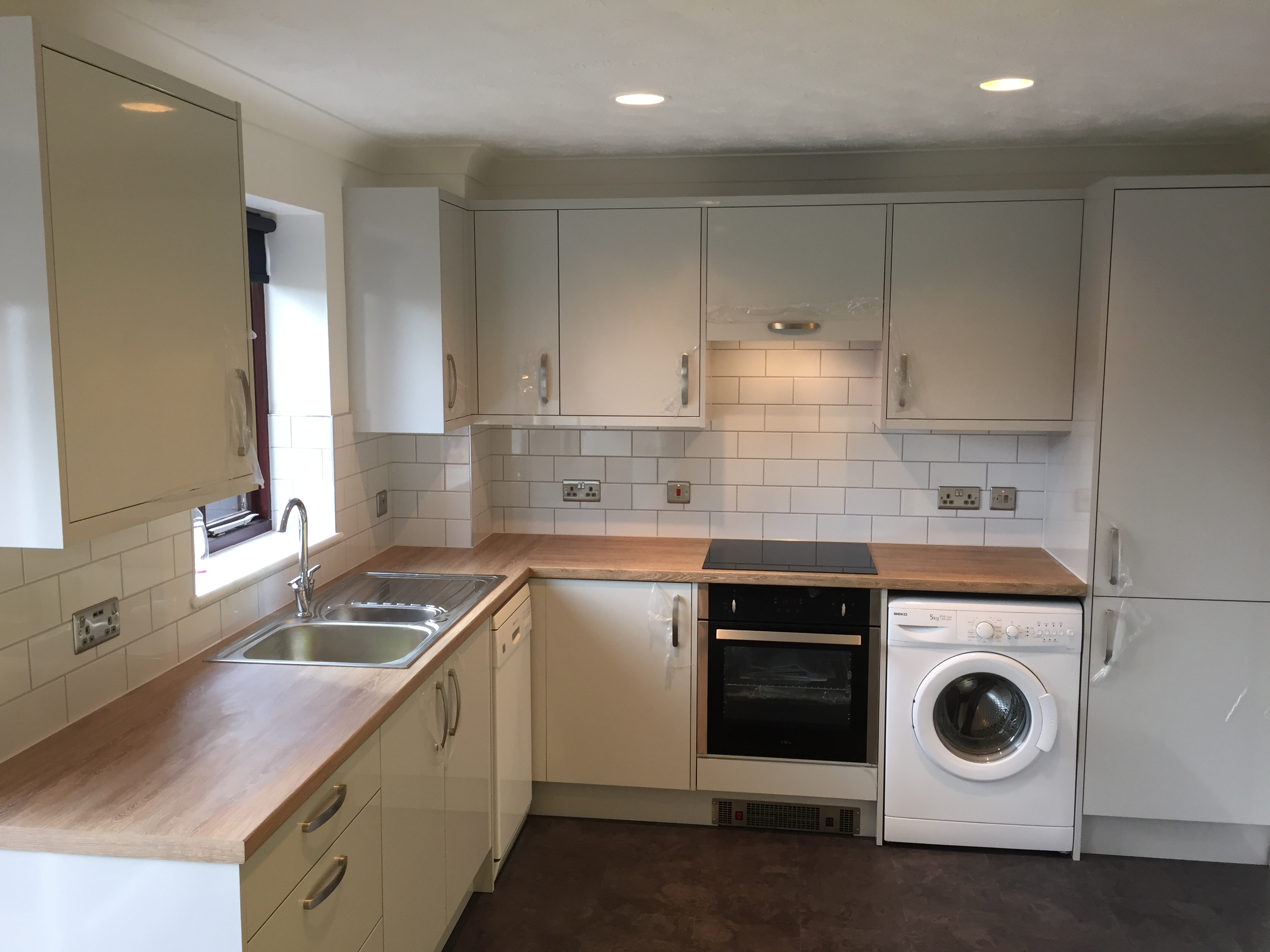 Kitchen Refit with Light Grey Gloss Doors and Wood Effect Worktops ...